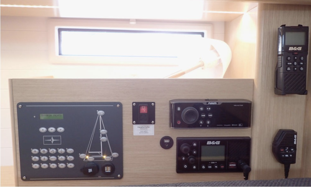 Bavaria 46-Instruments .jpg