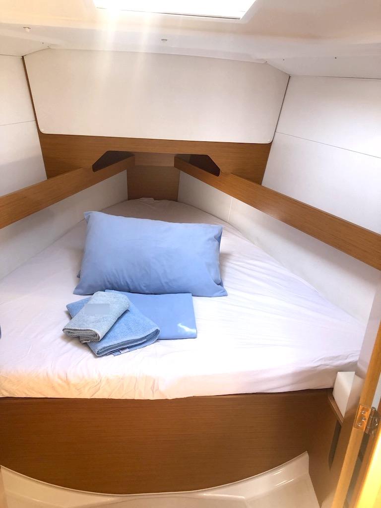Sun Odyssey 349-Sarita fwd cabin.jpg