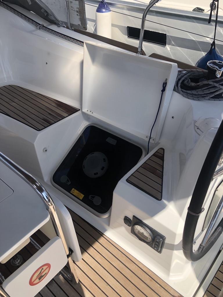 Sun Odyssey 349-Sarita hatch aft cabin.jpg