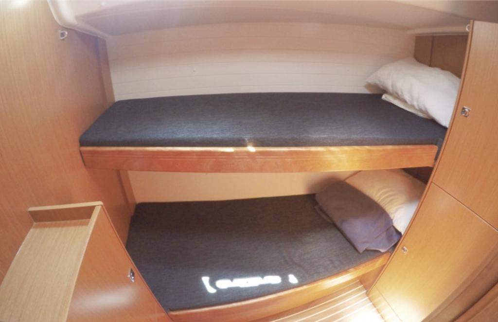 Bavaria Cruiser 51-Bunk cabin.jpg