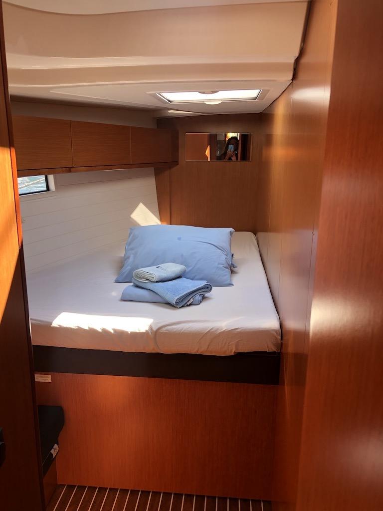 Bavaria Cruiser 51-Nanna fwd cabin.jpg