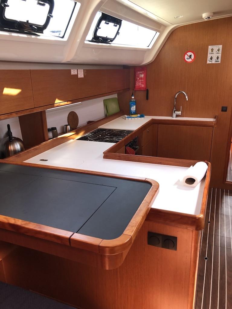 Bavaria Cruiser 51-Nanna galley.jpg