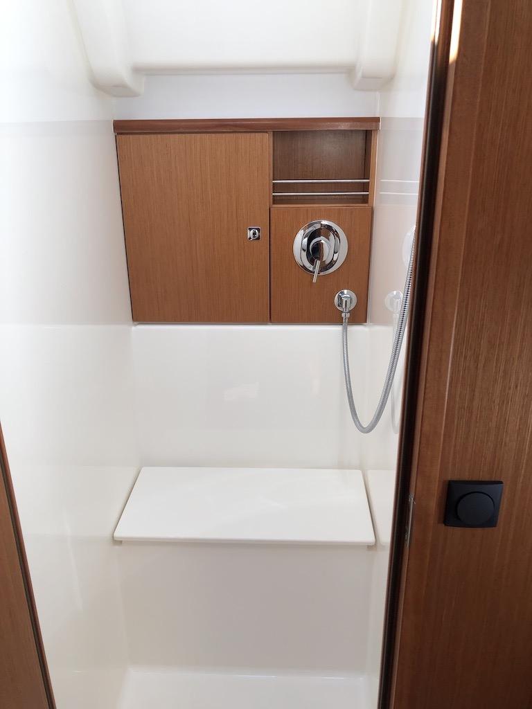 Bavaria Cruiser 51-Nanna shower.jpg