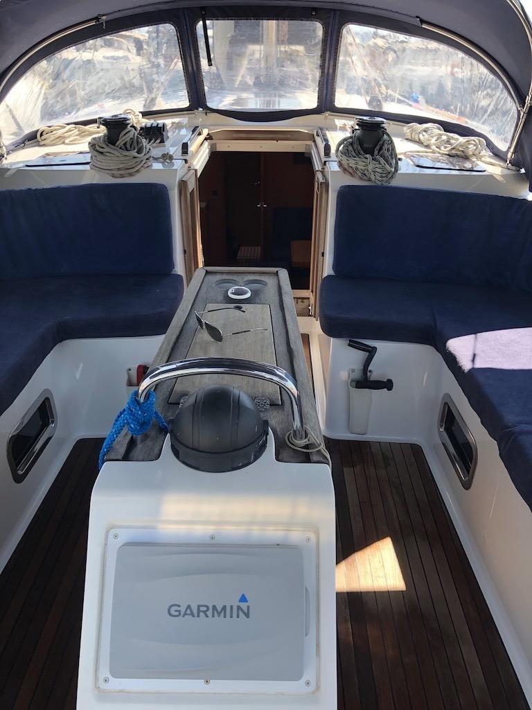 Bavaria Cruiser 51-nanna cockpit.jpg