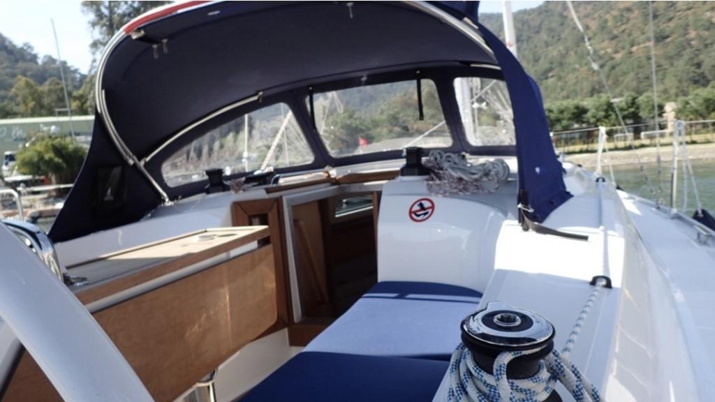 Bavaria 34-Cockpit 2.jpg