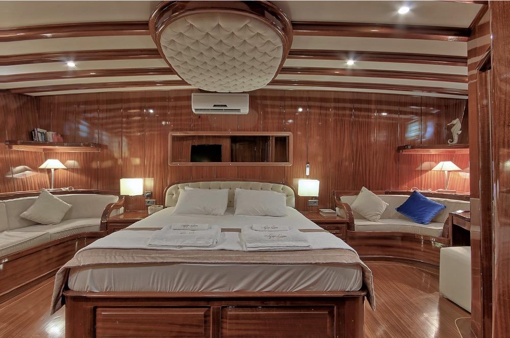 Deluxe Gulet -Master cabin 2.jpg