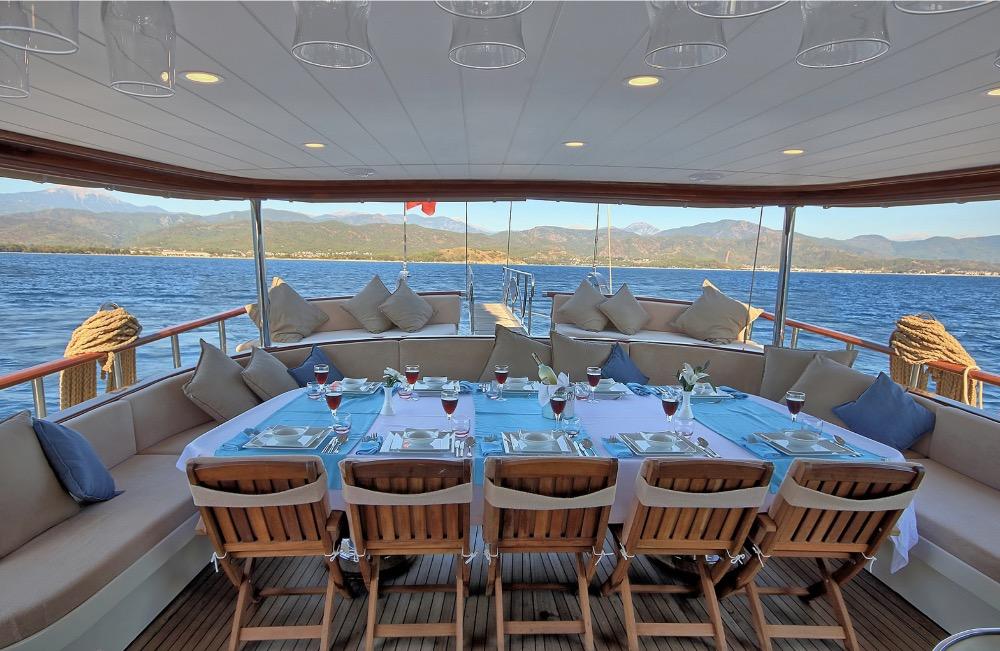 Deluxe Gulet-Dining Table .jpg