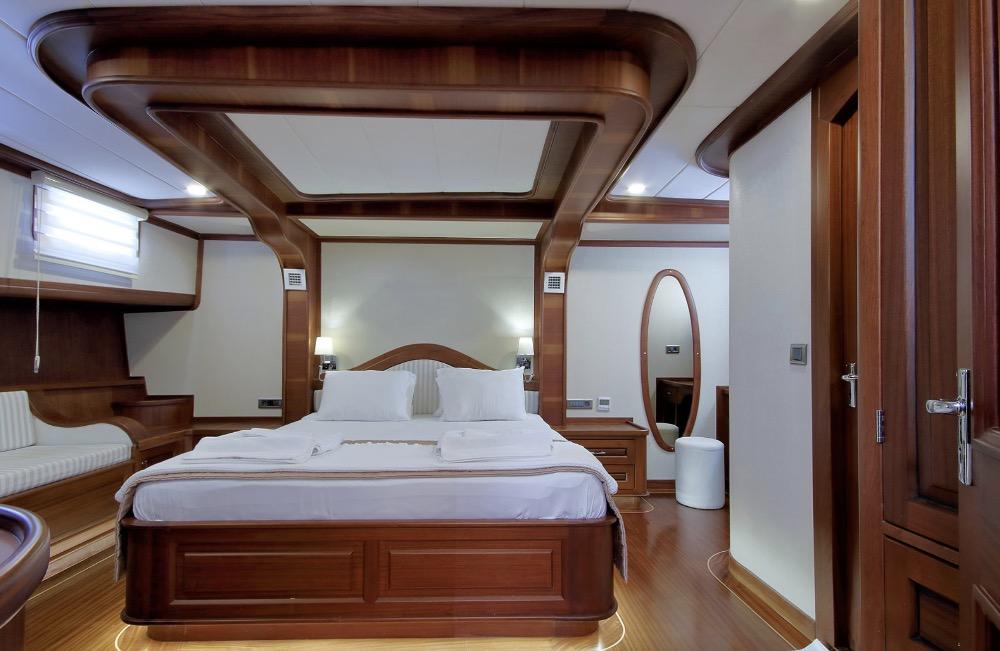 Deluxe Gulet-Master cabin 3.jpg