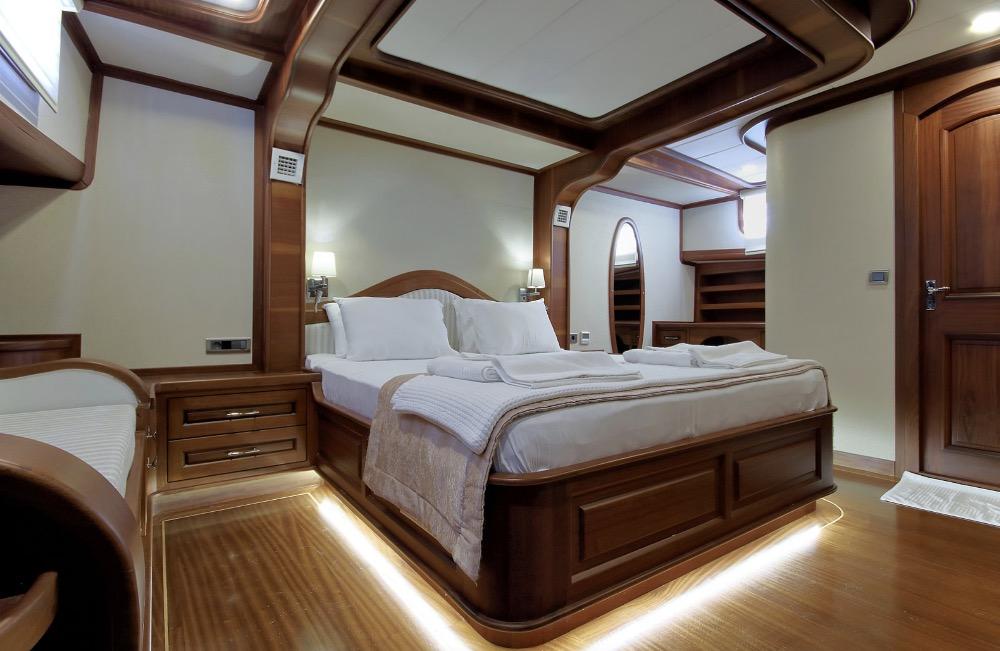Deluxe Gulet-Master cabin.jpg
