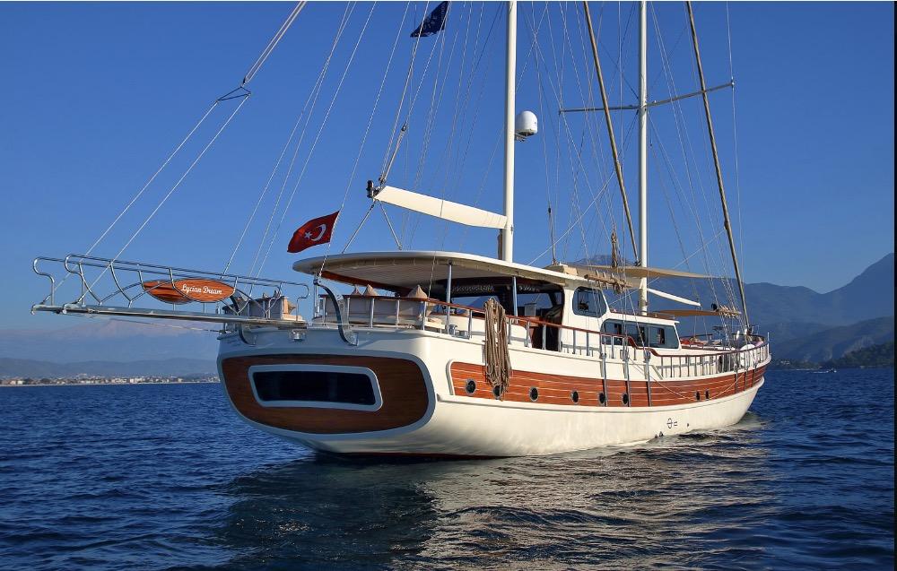 Deluxe Gulet-at sea.jpg